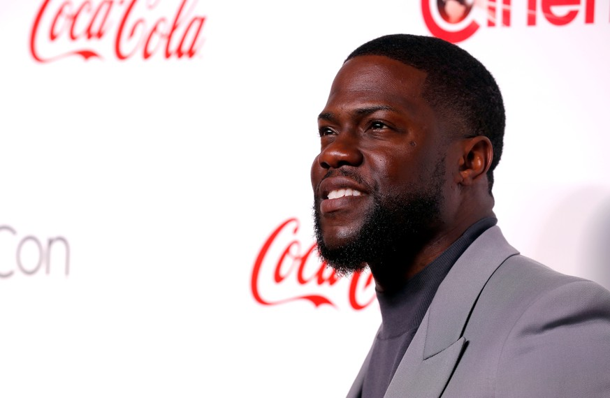 FILE PHOTO: Kevin Hart poses during the CinemaCon Big Screen Achievement Awards ceremony at Caesars Palace in Las Vegas, Nevada, U.S. April 4, 2019. REUTERS/Steve Marcus/File Photo