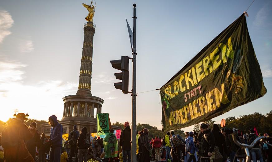 Extinction Rebellion legt Berliner Straßen lahm – selbst Polizei lobt Klima-Rebellen