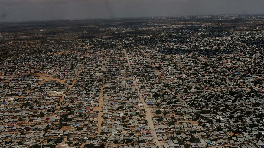 MOGADISHU, SOMALIA - OCTOBER 10: An aerial view of Mogadishu is seen from a United Nations helicopter on October 10, 2016 in Mogadishu, Somalia. Somalia is on the brink of its first parliamentary elections since 1984, but issues with security and disagreements in the election process have led to delays. (Photo by Andrew Renneisen/Getty Images)