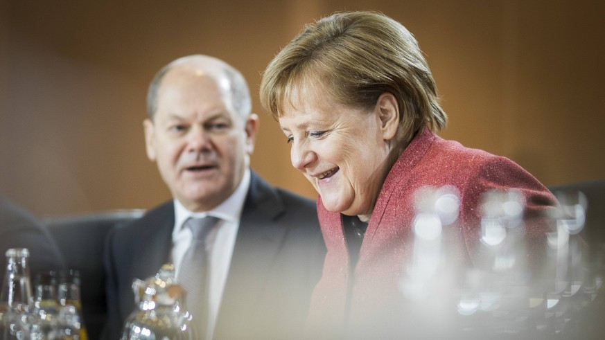 Bundeskanzlerin Angela Merkel (R), CDU, und Bundesfinanzminister Olaf Scholz, SPD, aufgenommen vor der woechentlichen Sitzung des Kabinetts im Bundeskanzleramt in Berlin, 12.12.2018. Berlin Deutschland *** Federal Chancellor Angela Merkel R CDU and Federal Finance Minister Olaf Scholz SPD admitted before weekly cabinet meeting at Federal Chancellery in Berlin 12 12 2018 Berlin Germany PUBLICATIONxINxGERxSUIxAUTxONLY Copyright: xFlorianxGaertner/photothek.netx