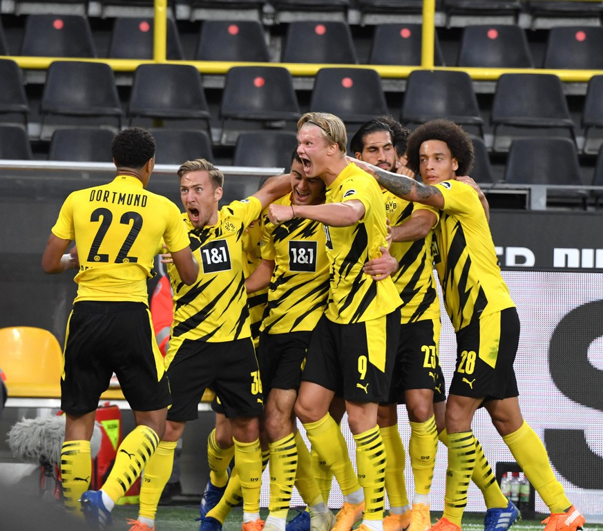BVB Jubel nach dem 1:0, v.li., Jude Bellingham Borussia Dortmund, Felix Passlack Borussia Dortmund, Mats Hummels Borussia Dortmund, Giovanni Reyna Borussia Dortmund, Erling Haaland Borussia Dortmund, Thomas Meunier Borussia Dortmund, Axel Witsel Borussia Dortmund, Emre Can Borussia Dortmund, Jadon Sancho Borussia Dortmund 19.09.2020, Fussball GER, Saison 2020 2021, 1. Bundesliga, 1. Spieltag, Borussia Dortmund - Borussia Mönchengladbach, , ***DFL regulations prohibit any use of photographs as image sequences and/or quasi-video.*** Foto: TEAM2sportphoto Dortmund Nordrhein Westfalen Deutschland *** BVB cheers after the 1 0, violet , Jude Bellingham Borussia Dortmund , Felix Passlack Borussia Dortmund , Mats Hummels Borussia Dortmund , Giovanni Reyna Borussia Dortmund , Erling Haaland Borussia Dortmund , Thomas Meunier Borussia Dortmund , Axel Witsel Borussia Dortmund , Emre Can Borussia Dortmund , Jadon Sancho Borussia Dortmund 19 09 2020, Football GER, Season 2020 2021, 1 Bundesliga, 1 Matchday, Borussia Dortmund Borussia Mönchengladbach, , DFL regulations prohibit any use of photographs as image sequences and or quasi video Photo TEAM2sportphoto Dortmund Nordrhein Westfalen Germany Team2