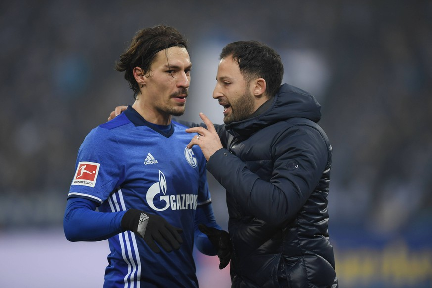 03.03.2018, Fussball GER, 1. Bundesliga Saison 2017 2018, 25. Spieltag, FC Schalke 04 - Hertha BSC Berlin 1:0, Trainer Domenico Tedesco (FC Schalke 04), re., mit Benjamin Stambouli (Schalke 04) *** 03 03 2018 Soccer GER 1 Bundesliga Season 2017 2018 25 Gameday FC Schalke 04 Hertha BSC Berlin 1 0 Coaches Domenico Tedesco FC Schalke 04 re with Benjamin Stambouli Schalke 04 Team2