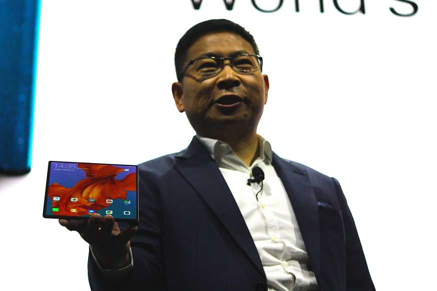 BARCELONA, SPAIN - FEBRUARY 24: Richard Yu Chengdong, CEO of the Huawei Consumer Business Group, presents the new Mate X smartphone, ahead of the Mobile World Congress (MWC 19), the world s biggest mobile fair, on February 24, 2019 in Barcelona, Spain. PUBLICATIONxINxGERxSUIxAUTxHUNxONLY Copyright: xVCGx CFP111193356115