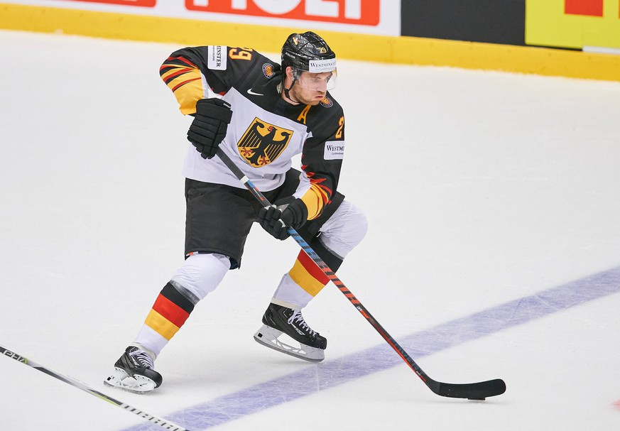 NHL Eishockey Herren USA Profi Leon DRAISAITL, DEB 29 Einzelaktion mit Puck, Aktion, Einzelbild, Freisteller, Ganzkoerper mit Scheibe, Scheibenfuehrung, Schuss, Schusstechnik, schiesst DEUTSCHLAND - USA 0-3 IIHF Eishockey Weltmeisterschaft 2018, Denmark, Deutsche Eishockey Nationalmannschaft Eishockey DEB , Herning, DAENEMARK 07.05.2018 *** NHL Profi Leon DRAISAITL DEB 29 Individual action with puck action single image cut out full body with disc windscreen shot firing technique GERMANY USA 0 3 IIHF Ice Hockey World Cup 2018 Denmark German ice hockey national team ice hockey DEB Herning DAENEMARK 07 05 2018