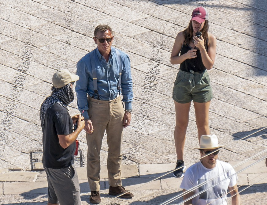 In this Sept. 12, 2019 photo, actor Daniel Craig, second from left, is seen on the set of the latest James Bond movie 'No time to die' in Matera, southern Italy. The film is due out in spring 2020. (AP Photo/Fabio Dell'Aquila) |