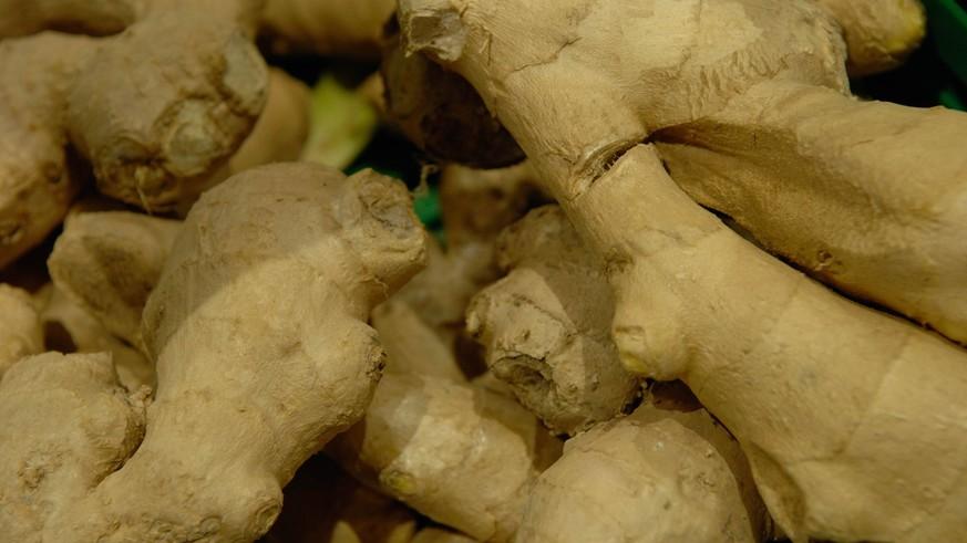 Von wegen nachhaltige Mode: So gelangen Chemikalien aus Kleidung in eure Nahrung