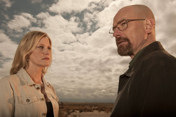 Skyler White (Anna Gunn) and Walter White (Bryan Cranston) - Breaking Bad _ Season 5B _ Gallery - Photo Credit: Frank Ockenfels 3/AMC Los Angeles CA USA PUBLICATIONxINxGERxSUIxAUTxONLY Copyright: xJRCxPhotoxLibraryx 32076_048JRC