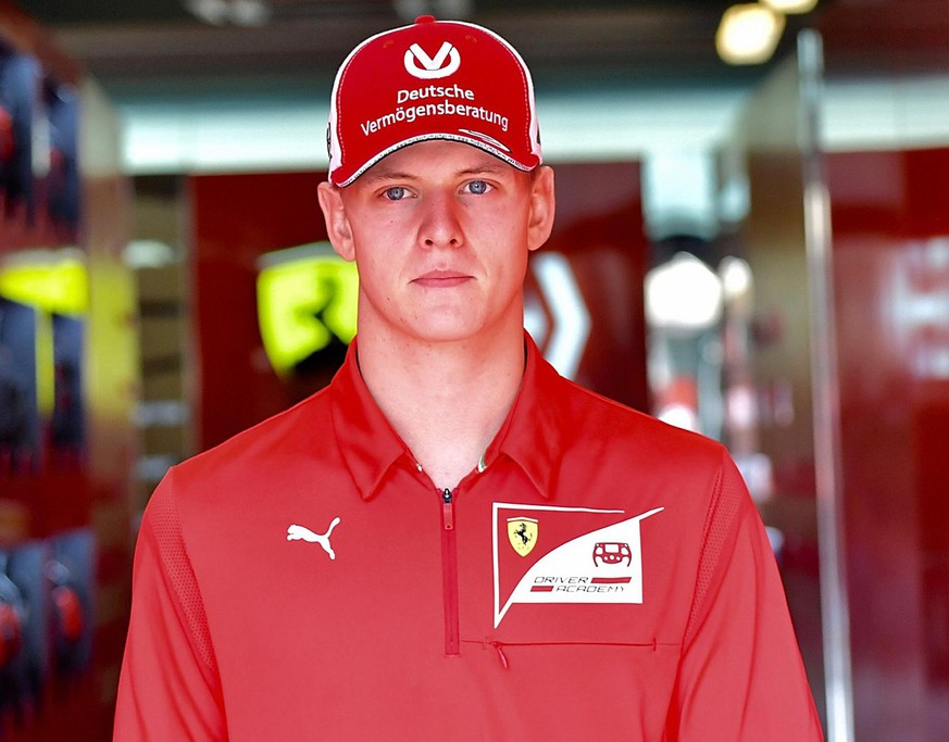 FORMULA 1 ETIHAD AIRWAYS ABU DHABI GRAND PRIX 2019 / 28.11.2019, Yas Marina Circuit, Abu Dhabi, FORMULA 1 ETIHAD AIRWAYS ABU DHABI GRAND PRIX 2019 , im Bild Mick Schumacher GER in der Ferrari Box *** FORMULA 1 ETIHAD AIRWAYS ABU DHABI GRAND PRIX 2019 28 11 2019, Yas Marina Circuit, Abu Dhabi, FORMULA 1 ETIHAD AIRWAYS ABU DHABI GRAND PRIX 2019 , pictured Mick Schumacher GER in the Ferrari Box nordphotoxBratic nph00250