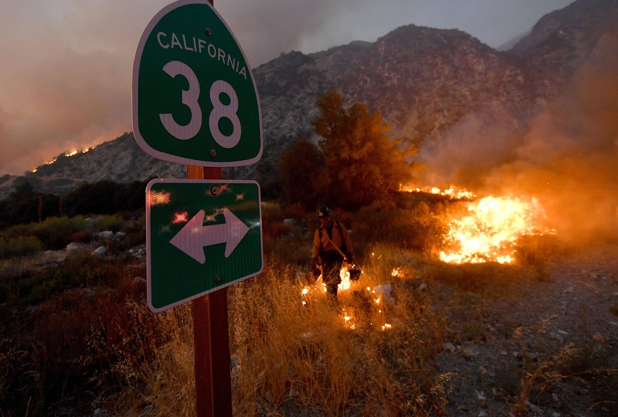 September 9, 2020, Forest Falls, California, USA: A firefighter lights a back fire near the intersection of Highway 38 and Valley of the Falls Drive as they battle the El Dorado fire just west of Forest Falls Wednesday evening Sept. 9, 2020. The El Dorado fire burned into the mountain community of Forest Falls and threatened a number of homes. Forest Falls USA - ZUMAo44_ 20200909_zan_o44_068 Copyright: xWillxLesterx