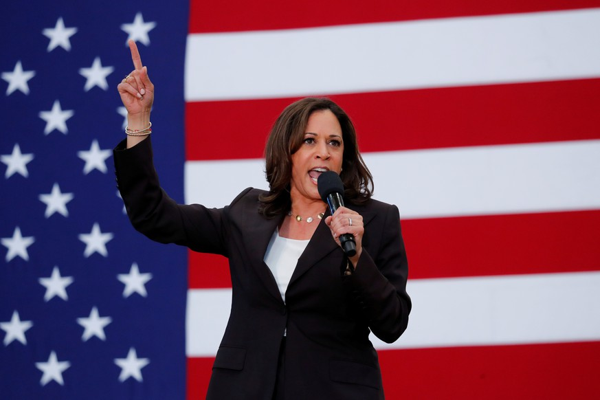 FILE PHOTO: U.S. Senator Kamala Harris holds her first organizing event in Los Angeles as she campaigns in the 2020 Democratic presidential nomination race in Los Angeles, California, U.S., May 19, 2019.    REUTERS/Mike Blake/File Photo