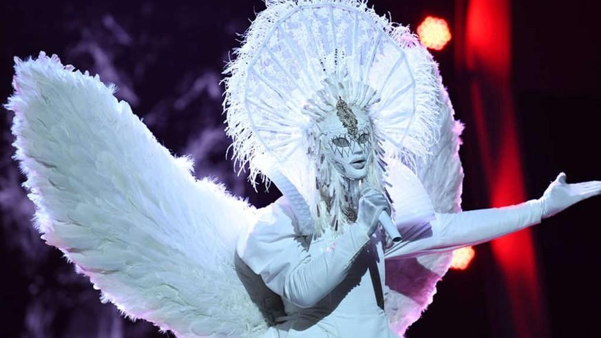 """""""The Masked Singer"""": Mit seinem Helene-Fischer-Auftritt hat sich der Engel verraten"""