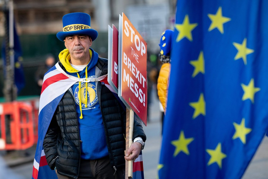 January 11, 2019 - London, London, UK - London, UK. Anti-Brexit campaigner Steve Bray joins pro-EU demonstrations in Westminster. MPs are currently debating British Prime Minister Theresa May s EU withdrawal deal, with a vote on the deal due to take place on 15th January. London UK PUBLICATIONxINxGERxSUIxAUTxONLY - ZUMAl94_ 20190111_zaf_l94_065 Copyright: xTomxNicholsonx