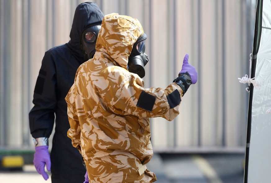 FILE PHOTO: Forensic investigators, wearing protective suits, emerge from the rear of John Baker House, after it was confirmed that two people had been poisoned with the nerve-agent Novichok, in Amesbury, Britain, July 6, 2018. REUTERS/Henry Nicholls/File Photo