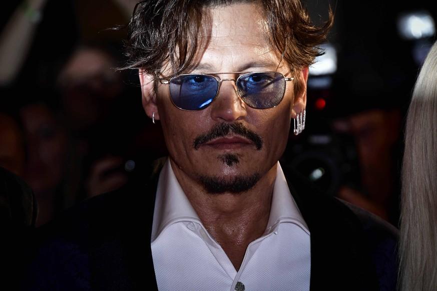 """Johnny Depp """"bis Weihnachten tot""""? Dieses Gerücht ist """"Quatsch"""", sagen Insider"""