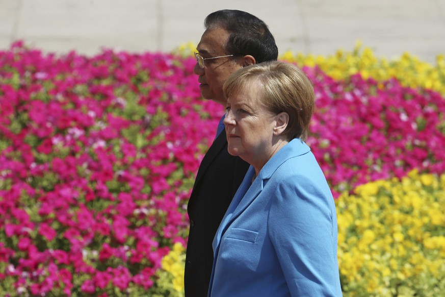 Chinese Premier Li Keqiang, left, and German Chancellor Angela Merkel attend a welcoming ceremony at the Great Hall of the People in Beijing Thursday, May 24, 2018. (Wu Hong/Pool Photo via AP)