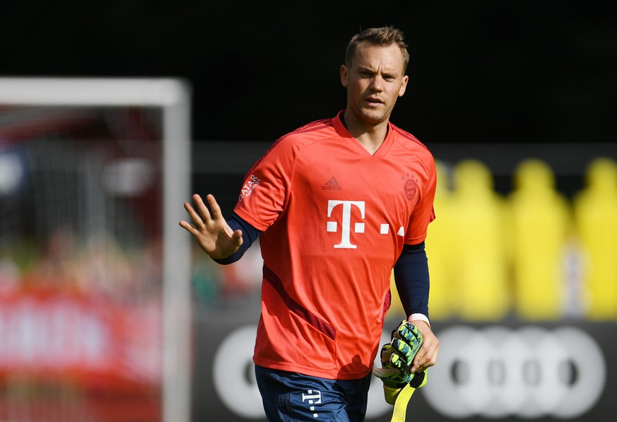 Soccer Football - Bayern Munich Training - Rottach-Egern, Tegernsee, Germany - August 6, 2019   Bayern Munich's Manuel Neuer during training   REUTERS/Andreas Gebert