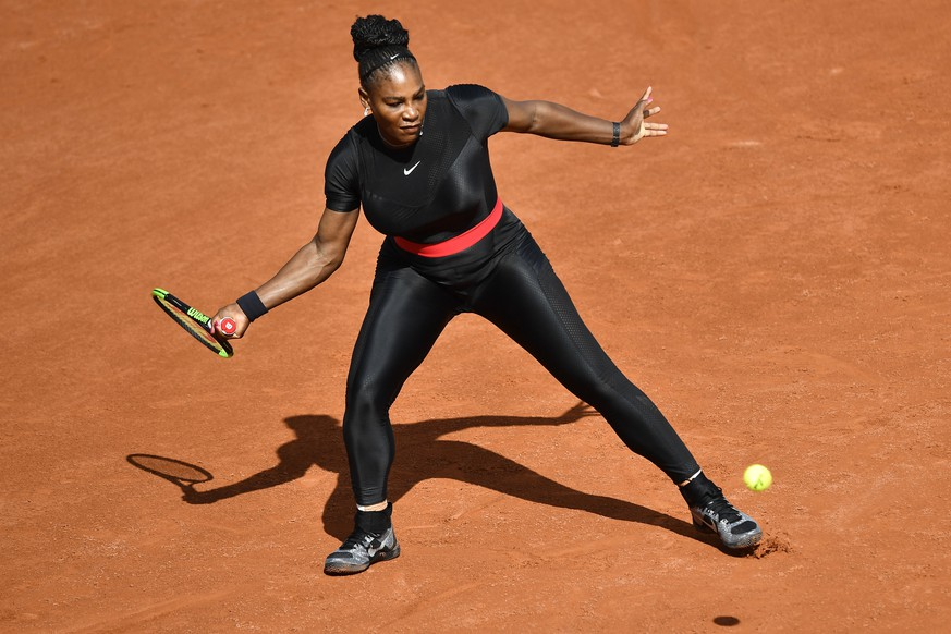 (180530) -- PARIS, May 30, 2018 () -- Serena Williams of the United States returns a shot during the women's singles first round match against Kristyna Pliskova of Czech at the French Open Tennis Tournament 2018 in Paris, France on May 29, 2018. Serena Williams won 2-0. (/Chen Yichen)