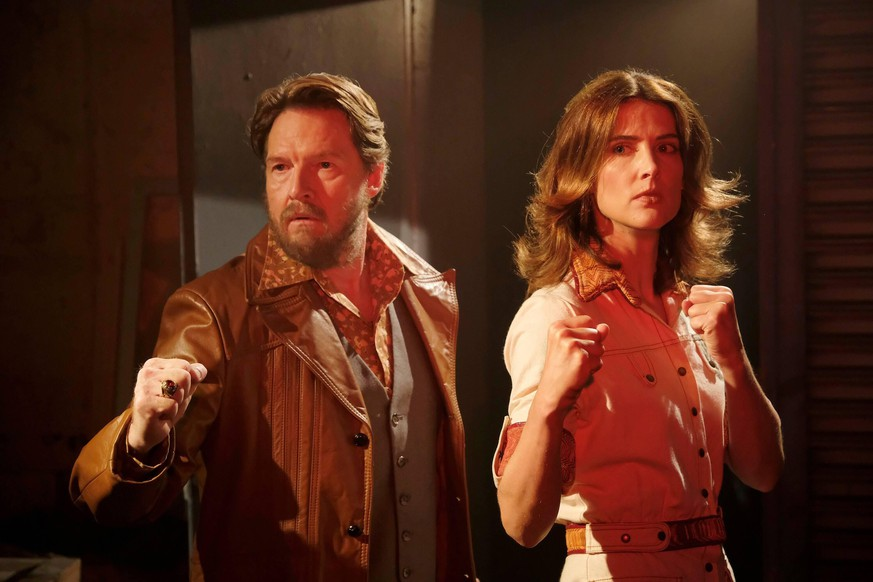 STUMPTOWN, from left: Donal Logue, Cobie Smulders, Rip City Dicks , Season 1, ep. 103, aired Oct. 9, 2019. photo: Jessica Brooks / ABC / Courtesy Everett Collection TABLOIDS OUT NO BOOK PUBLISHING WITHOUT PRIOR APPROVAL. NO ARCHIVE. NO RESALE. ACHTUNG AUFNAHMEDATUM GESCHÄTZT PUBLICATIONxINxGERxSUIxAUTxONLY Copyright: xABC/CourtesyxEverettxCollectionx TCDSTUM AB021