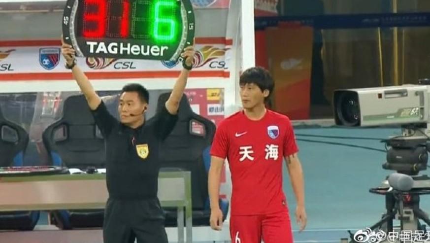 Chinesischer Fußballer wird nach 55 Sekunden ausgewechselt – der Grund ist zum Kotzen