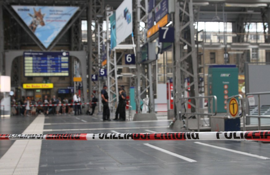 (190729) -- FRANKFURT, July 29, 2019 -- Local police block part of the Frankfurt main station in Frankfurt, Germany, July 29, 2019. An 8-year-old boy was killed by a moving train after he and his mother were allegedly pushed by a man onto the tracks Monday morning at the Frankfurt main station. The boy s mother was barely able to save herself and was taken to the hospital, the German media BILD quoted local police as saying. The suspect was arrested after being caught in the station. ) GERMANY-FRANKFURT-TRAIN PLATFORM-DEATH ShenxZhonghao PUBLICATIONxNOTxINxCHN