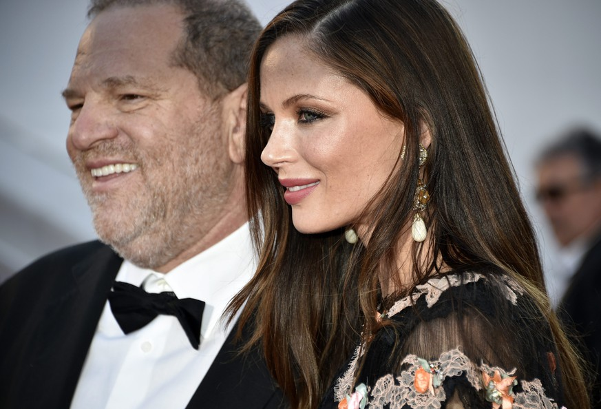 epa04762673 US producer Harvey Weinstein (L) and his wife Georgina Chapman (R) arrive for the screening of 'The Little Prince' during the 68th annual Cannes Film Festival, in Cannes, France, 22 May 2015. The movie is presented out of competition at the festival which runs from 13 to 24 May. EPA/FRANCK ROBICHON +++(c) dpa - Bildfunk+++ |
