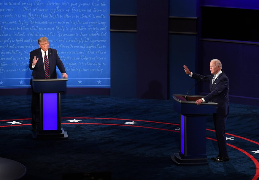 United States President Donald J. Trump and Democratic presidential nominee former United States Vice President Joe Biden face off in the first of three scheduled 90 minute presidential debates, in Cleveland, Ohio, on Tuesday, September 29, 2020. PUBLICATIONxNOTxINxUSA Copyright: xKevinxDietschx/xPoolxviaxCNPx/MediaPunchx