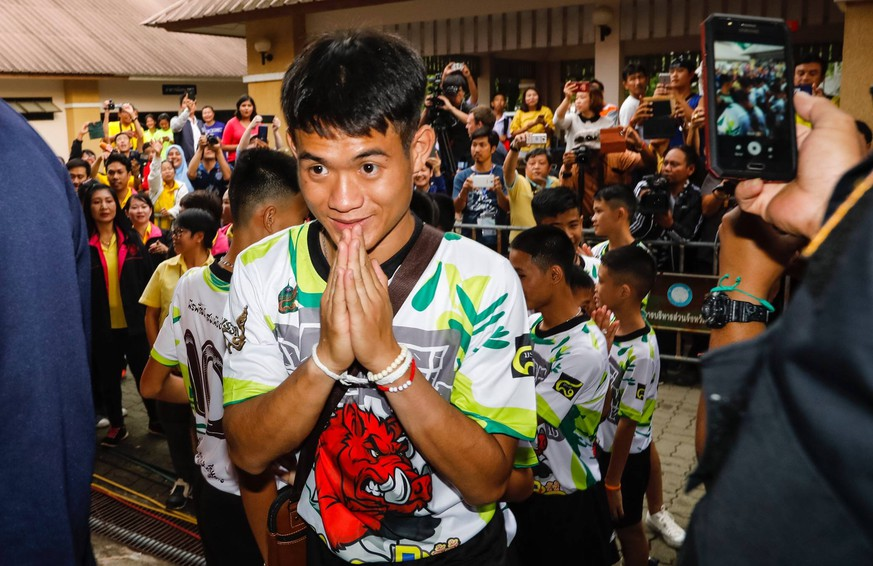 (181227) -- BEIJING, Dec. 27, 2018 -- Photo taken on July 18, 2018 shows the 12 boys and their football coach rescued from a flooded cave in northern Thailand make their first public appearance at a press conference in Bangkok, Thailand. A Thai soccer team of 12 boys aging between 11 and 16 and their coach were trapped in a flooded cave on June 23. All of them were successfully rescued after 18 days, thanks to the joint efforts by more than 1,000 personnel from local and international rescue teams from China, the United States, Britain and other countries. ) TOP 10 WORLD SPORTS NEWS EVENTS 2018 TOP 10 WORLD SPORTS NEWS EVENTS 2018 Rachen PUBLICATIONxNOTxINxCHN