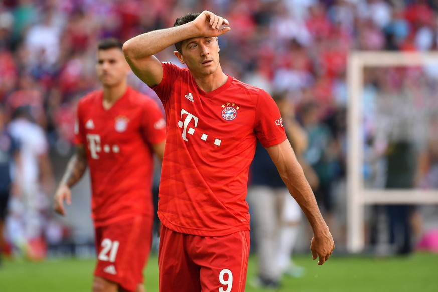 Robert LEWANDOWSKI (Bayern Muenchen),Gestik,skeptisch, Zweifel, Aktion,Einzelbild,angeschnittenes Einzelmotiv,Halbfigur,halbe Figur. Fussball 1. Bundesliga,3.Spieltag,Spieltag03,, FC Bayern Muenchen M) - 1.FSV Mainz 05 (MZ) 6-1, am 31.08.2019 in Muenchen A L L I A N Z A R E N A, DFL REGULATIONS PROHIBIT ANY USE OF PHOTOGRAPHS AS IMAGE SEQUENCES AND/OR QUASI-VIDEO. *** Robert LEWANDOWSKI Bayern Munich, gestures, skeptical, doubt, action, single picture, cut single motif, half figure, half figure football 1 Bundesliga, 3 matchday, matchday03,, FC Bayern Muenchen M 1 FSV Mainz 05 MZ 6 1, on 31 08 2019 in Muenchen A L L I A N Z A R E N A, DFL REGULATIONS PROHIBIT ANY USE OF PHOTOGRAPHS AS IMAGE SEQUENCES AND OR QUASI VIDEO