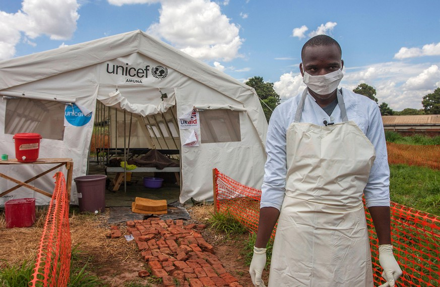 TOPSHOT - A medical personnel stands in front of a ward of a Cholera Treatment Centre, funded by the Unicef, Malawi Red Cross and UK Aid, at Bwaila Hospital in the capital Lilongwe, Malawi, January 25, 2018.  Malawi has been facing a cholera outbreak since late 2017 and UNICEF Malawi is making efforts to contain the outbreak.  / AFP PHOTO / AMOS GUMULIRA        (Photo credit should read AMOS GUMULIRA/AFP via Getty Images)