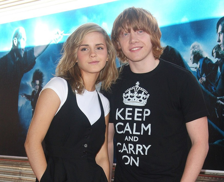 PARIS - JULY 04:  Actress Emma Watson (L) poses with actor Rupert Grint (R) during a photo call for the David Yates's film
