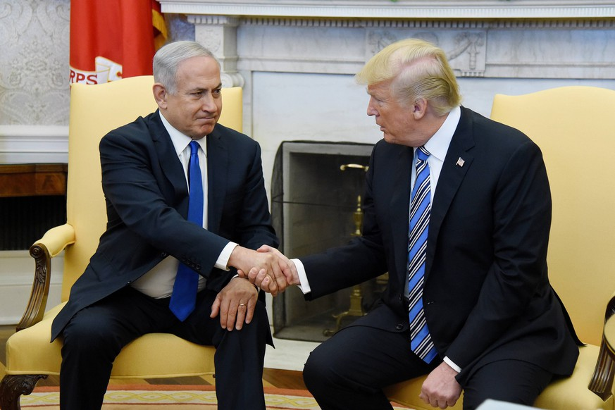March 5, 2018 - Washington, District of Columbia, United States of America - Prime Minister Benjamin Netanyahu of Israel shakes hands with United States President Donald J. Trump looks in the Oval Office of the White House in Washington, DC, March 5, 2018. .Credit: / Pool via CNP Washington United States of America PUBLICATIONxINxGERxSUIxAUTxONLY - ZUMAs152 20180305_zaa_s152_010 Copyright: xOlivierxDoulieryx