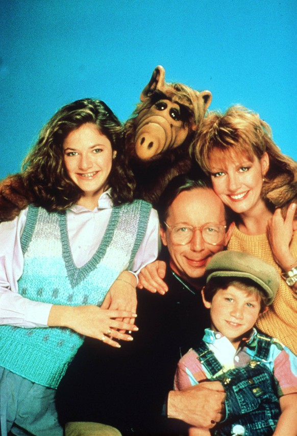 ALF (1986) Alf und die geduldigen Mitglieder seiner Familie Tanner: v.l.n.r.: Lynn (ANDREA ELSON), Willie (MAX WRIGHT), Kate (ANNE SHEDEEN), Brian (BENJI GREGORY) 33622 , 14KPASATALF UnitedArchives08822Alf 1986 Alf and the patient Members his Family Tanner V l n r Lynn Andrea Elson Willie Max Wright Kate Anne SHEDEEN Brian Benji Gregory  14KPASATALF UnitedArchives08822