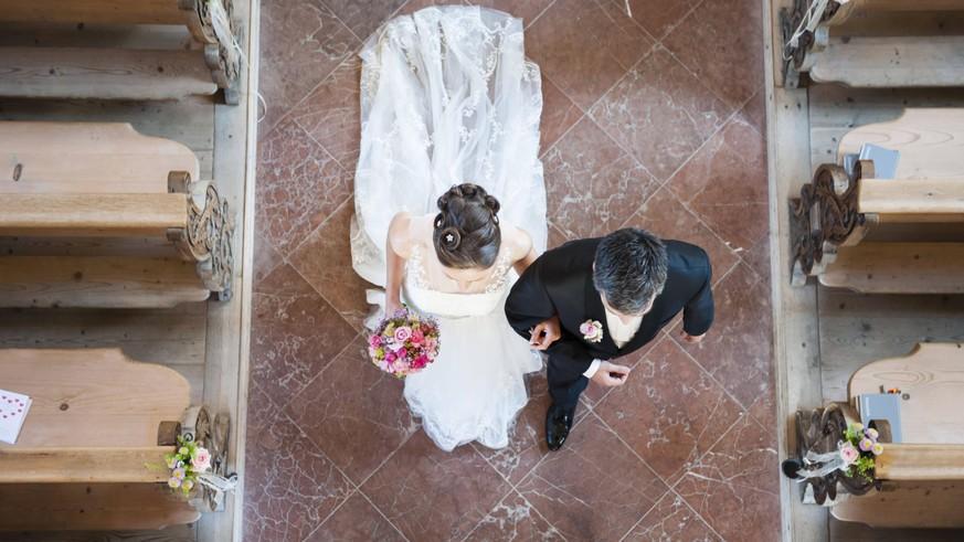 Statistik zeigt: Weniger Geburten und Hochzeiten in Corona-Zeiten