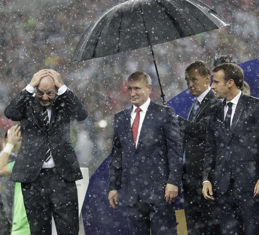 Wm 2018 Schirmherr Putin Bleibt Trocken Das Ist Das Bild Der Wm
