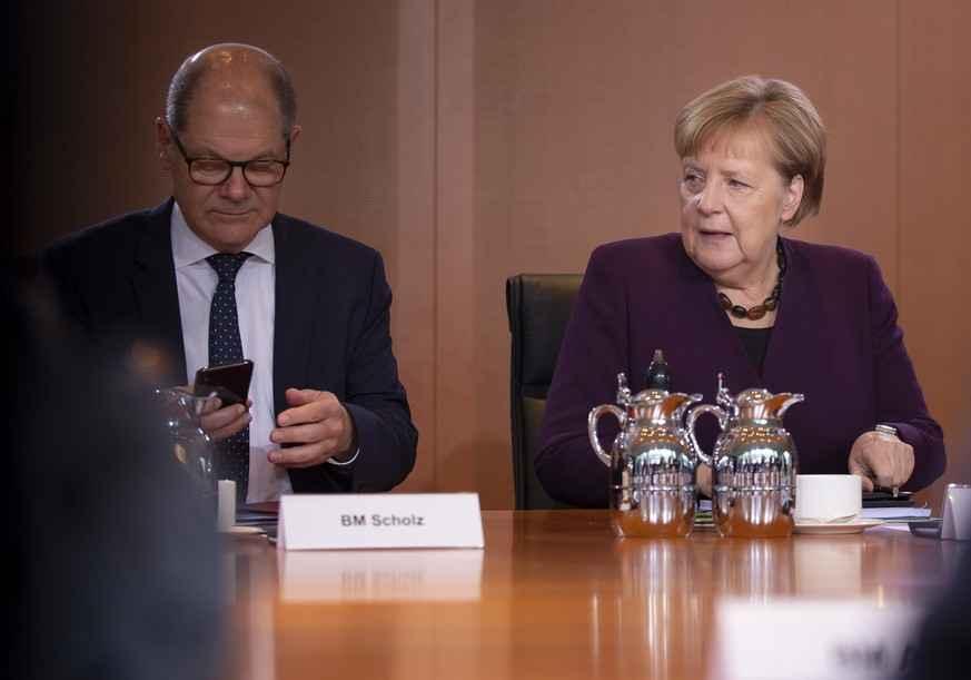 Bundeskanzlerin Angela Merkel, CDU, und Bundesfinanzminister Olaf Scholz, SPD, aufgenommen vor beginn einer Kabinettssitzung im Bundeskanzleramt in Berlin. 13.11.2019. Berlin Deutschland *** Federal Chancellor Angela Merkel, CDU, and Federal Minister of Finance Olaf Scholz, SPD, admitted before the start of a cabinet meeting at the Federal Chancellery in Berlin 13 11 2019 Berlin Germany PUBLICATIONxINxGERxSUIxAUTxONLY Copyright: xFelixxZahn/photothek.netx