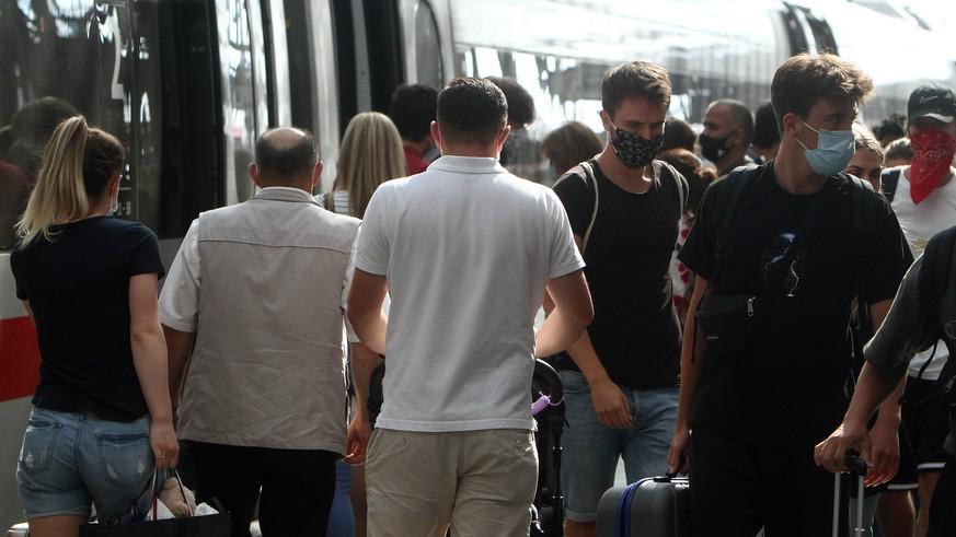 Deutsche Bahn: Wie gefährlich sind überfüllte Züge? Epidemiologe antwortet