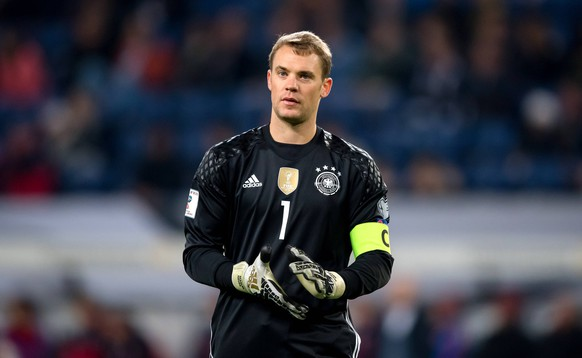 8. Oktober 2016: Hamburg, Fussball WM-Qualifikation: Deutschland - Tschechien: Deutschlands Torwart Manuel Neuer nachdenklich.8 October 2016 Hamburg Football World Cup Qualification Germany The Czech Republic Germany Goalkeeper Manuel later contemplative