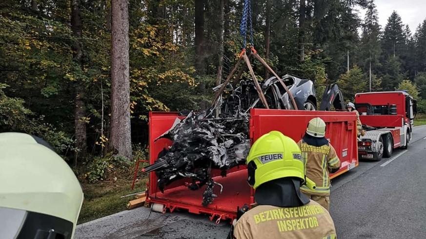 Unfall mit Tesla: Warum sich keiner traut, dieses Auto zu entsorgen