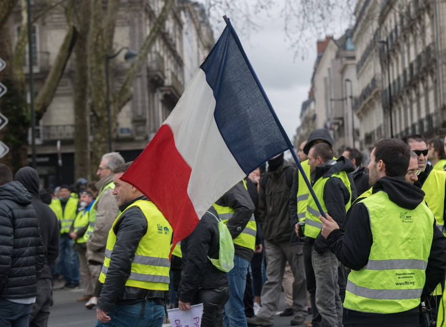 December 22, 2018 - Nantes, France - Saturday, December 22, 2018, about 2,000 people demonstrated in the streets of Nantes on the occasion of Act 6 of the mobilization of Yellow Vests ( gilets jaunes ).Some clashes broke out against the Prefecture of Loire-Atlantique. Nantes France PUBLICATIONxINxGERxSUIxAUTxONLY - ZUMAn230 20181222_zaa_n230_390 Copyright: xEstellexRuizx