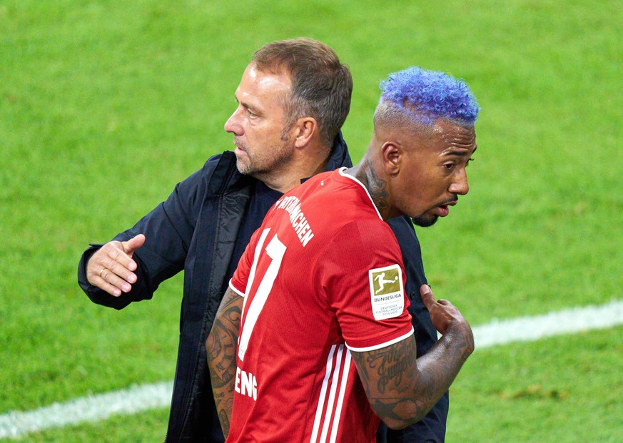 Football Munich - Schalke, Munich Sept 18, 2020. Jerome BOATENG FCB 17 change, substitution, Trainer Hansi FLICK FCB, team manager, headcoach, coach, FC BAYERN MUENCHEN - FC SCHALKE 04 8-0 - DFL REGULATIONS PROHIBIT ANY USE OF PHOTOGRAPHS as IMAGE SEQUENCES and/or QUASI-VIDEO - 1.German Soccer League , Munich, September 18, 2020. Season 2020/2021, match day 01, FCB, M