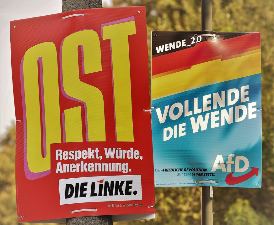 Landtagswahl in Brandenburg 2019, Wahlplakat der Partei AfD mit dem Wahlspruch Vollende die Wende. 26.08.2019, Brandenburg, GER - Landtagswahl in Brandenburg 2019, Wahlplakat der Partei AfD mit dem Wahlspruch Vollende die Wende., Schwanebeck Brandenburg Deutschland Landtagswahlen Brandenburg *** State election in Brandenburg 2019, election poster of the party AfD with the slogan \Vollende die Wende\ 26 08 2019, Brandenburg, GER State election in Brandenburg 2019, election poster of the party AfD with the slogan \Vollende die Wende\ 26 08 2019, Brandenburg, GER State election in Brandenburg 2019, election poster of the party AfD with the slogan \Vollende die Wende\, Schwanebeck Brandenburg Germany State election Brandenburg