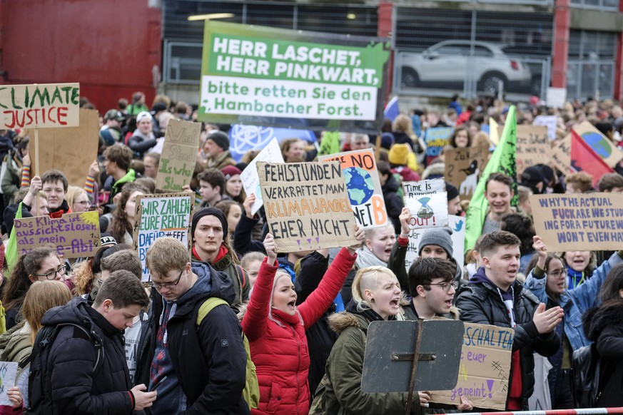 DEU, Europa, Deutschland, Nordrhein-Westfalen, Duesseldorf, 15.03.2019: Fridays For Future, Demonstration und Schulstreik in Duesseldorf vor dem Landtagsgebaeude *** DEU Europe Germany North Rhine-Westphalia Duesseldorf 15 03 2019 Fridays For Future Demonstration and school strike in Duesseldorf in front of the Landtag building