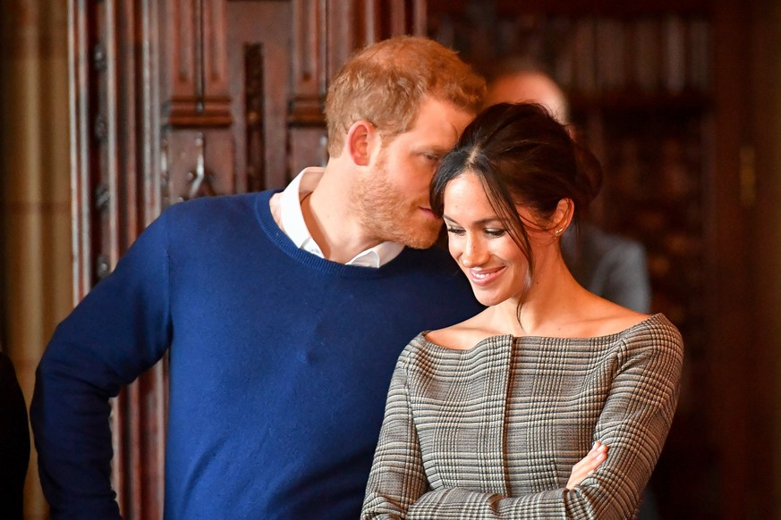 Prince Harry visit to Cardiff Castle. Prince Harry whispers to Meghan Markle as they watch a performance by a Welsh choir in the banqueting hall during a visit to Cardiff Castle. Picture date: Thursday January 18, 2018. See PA story ROYAL Harry. Photo credit should read: Ben Birchall/PA Wire URN:34520943 |