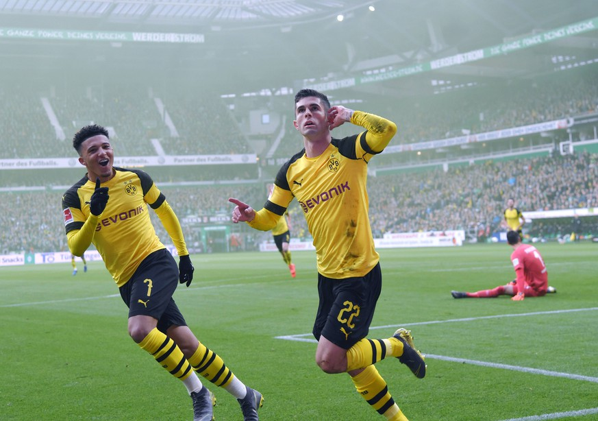 04.05.2019, Fussball GER, Saison 2018 2019, 1. Bundesliga, 32. Spieltag, Werder Bremen - Borussia Dortmund, Jubel Christian Pulisic (Borussia Dortmund), re., und Jadon Sancho (Borussia Dortmund) nach dem 0:1 DFL REGULATIONS PROHIBIT ANY USE OF PHOTOGRAPHS AS IMAGE SEQUENCES AND/OR QUASI-VIDEO. *** 04 05 2019 Football GER Season 2018 2019 1 Bundesliga 32 Matchday Werder Bremen Borussia Dortmund Jubilation Christian Pulisic Borussia Dortmund re and Jadon Sancho Borussia Dortmund after 0 1 DFL REGULATIONS PROHIBIT ANY USE OF PHOTOGRAPHS AS IMAGE SEQUENCES AND OR QUASI VIDEO Team2