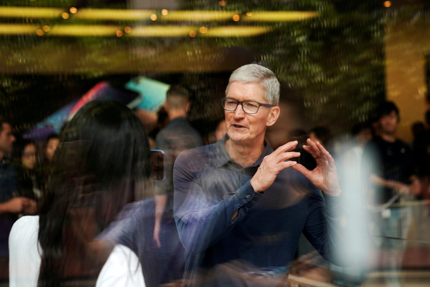 FILE PHOTO: Apple CEO Tim Cook attends an Apple store in Shanghai, China October 9, 2018. REUTERS/Aly Song/File Photo