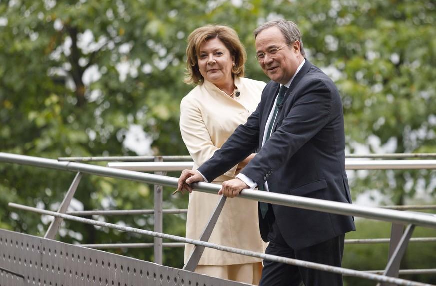 Armin Laschet mit Ehefrau Susanne Laschet bei der Verleihung des Staatspreises des Landes Nordrhein Westfalen 2019 an Klaus Töpfer im WCCB. Bonn
