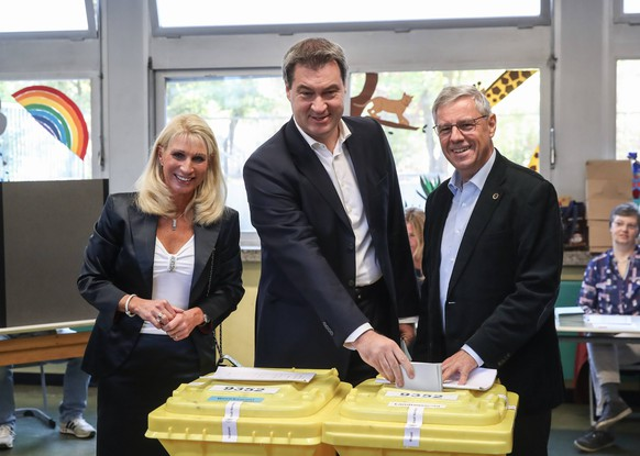 (181014) -- NUERNBERG, Oct. 14, 2018 -- German Christian Social Union s candidate and Bavarian governor Markus Soeder (C) cast his vote for local parliament election at a polling station in Nuernberg, southern Germany, on Oct. 14, 2018. Germany s southern state of Bavaria started voting on Sunday to shuffle the local parliament Landtag. ) (dtf) GERMANY-NUERNBERG-BAVARIA-ELECTION ShanxYuqi PUBLICATIONxNOTxINxCHN