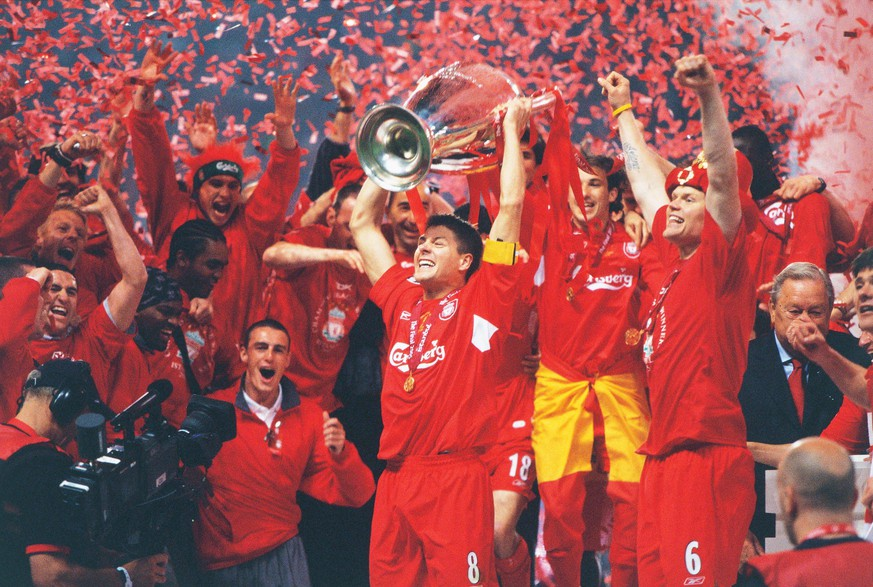 Steven Gerrard (Liverpool FC), MAY 25, 2005 - Football : Liverpool players celebrate their Victory after winning the UEFA Champions League final match 2004-2005 season between Liverpool and AC Milan on May 25, 2005 at the Ataturk Olympic Stadium in Istanbul, Turkey. PUBLICATIONxINxGERxSUIxAUTxHUNxPOLxRUSxSWExFRAxNEDxESPxONLY (200506151456198)