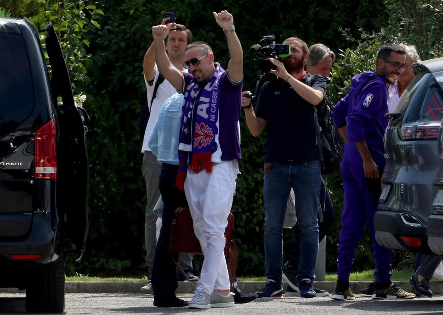 Franck Ribery waves to fans upon his arrival in Florence, Italy, Wednesday, Aug. 21, 2019. Franck Ribery has joined Italian club Fiorentina in another big signing for a team under new American ownership. Fiorentina did not announce the length of Ribery's contract but Italian media reported that the 36-year-old Frenchman signed a two-year deal. (Claudio Giovanni /ANSA via AP)