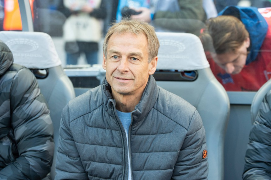 Juergen Klinsmann - Trainer Hertha, Hertha BSC vs Mainz 05, 08.02.2020, DFL regulations prohibit any use of photographs as image sequences and/or quasi-video, GER, Berlin, 08.02.20, Hertha BSC vs Mainz 05, Fussball, DFL, Berlin *** Juergen Klinsmann Trainer Hertha, Hertha BSC vs. Mainz 05, 08 02 2020, DFL regulations prohibit any use of photographs as image sequences and or quasi video, GER, Berlin, 08 02 20, Hertha BSC vs. Mainz 05, Football, DFL, Berlin Copyright: xUwexKoch/xEibner-Pressefotox EPukh